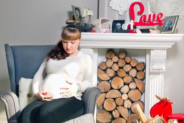 Фотосессия беременной в студии