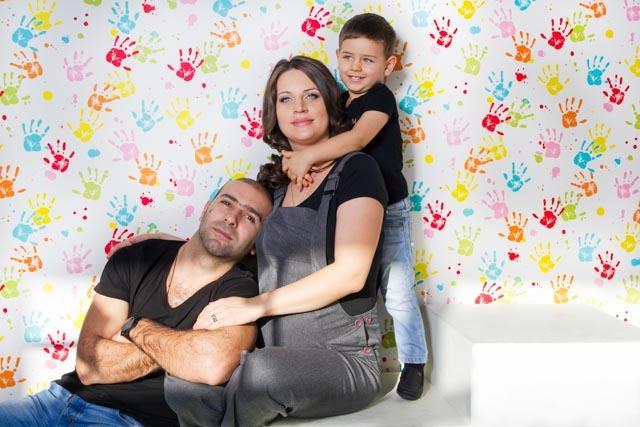Фотосессия беременной с ребенком и мужем